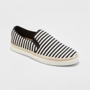 Lily Canvas Twin Gore Sneakers - A New Day